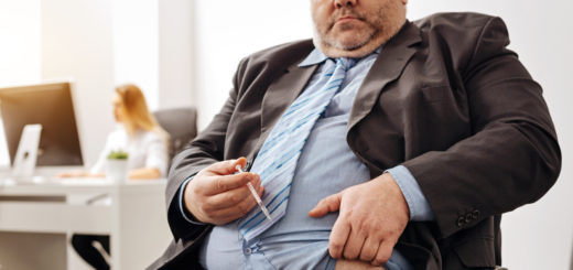 Overweight guy injecting insulin